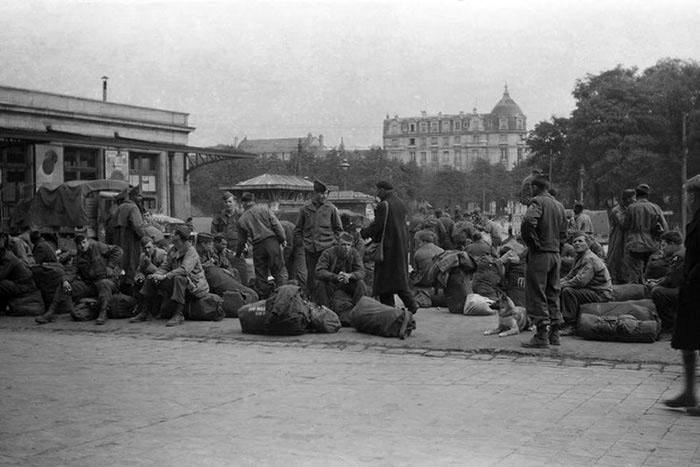 Photo de 2nd guerre mondiale abimée