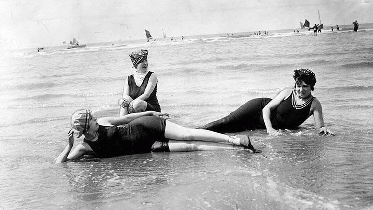 Top 15 photos anciennes avant le bikini - Habit de plage ...