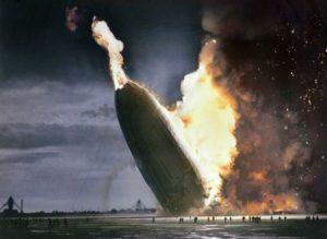 Top 25 photos anciennes historiques colorisées Le crash de l'Hindenburg