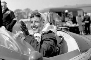 17-photos-anciennes-de-femmes-formule-1-pilote