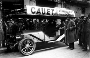 photo-ancienne-Cauet---Voiture-fonctionnant-sans-essence-Paris-en-1918