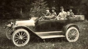 photo-ancienne-Chevrolet-type-tourisme---Photo-ancienne-voiture-decapotable-de-19--