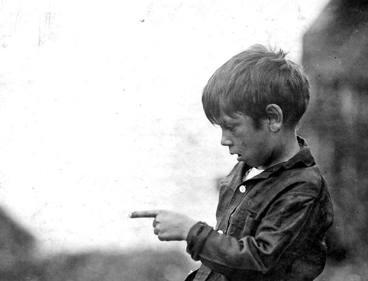 enfant travail effiler sardine
