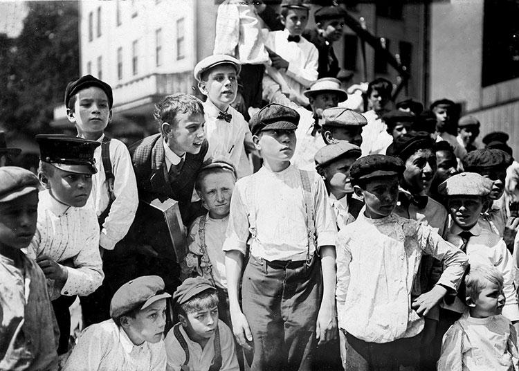 enfants garcons de journaux