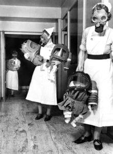 masques a gaz infirmieres bebes