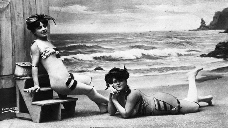 Avant le bikini carte postale paris