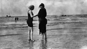 avant le bikini femmes plage paris