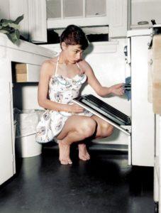 Top 25 photos anciennes historiques colorisées Audrey Hepburn