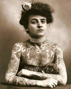 5-photos-anciennes-de-femmes-maude-wagner-tatouages