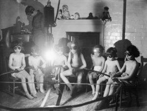 19-photos-anciennes-luminotherapie-musqiue-londres-1219x920