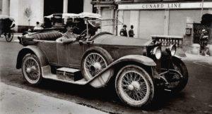 photo-ancienne-Ansaldo-et-son-fier-proprietaire---Voiture-ancienne-decapotable-de-19--