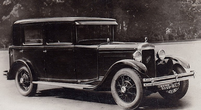photo-ancienne-Aries---Type-berline-4-portes---Voiture-ancienne-de-19--