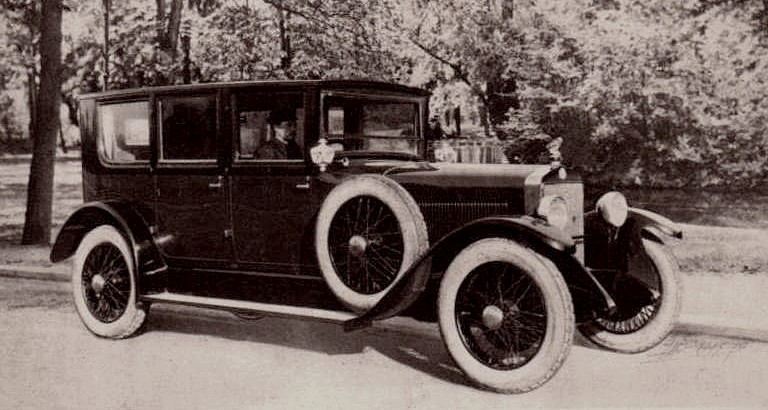 photo-ancienne-Berliet-18-cv-conduite-interieure---Voiture-ancienne-de-19--