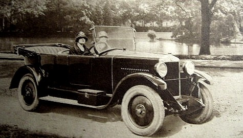 photo-ancienne-Berliet-7-cv-torpedo-4-places---Voiture-ancienne-decapotable-de-19--