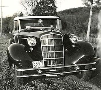 photo-ancienne-Cadillac-V8---Ancienne-voiture-de-1934