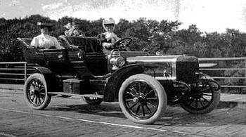 photo-ancienne-Cadillac-type-tourisme---Ancienne-voiture-de-1908
