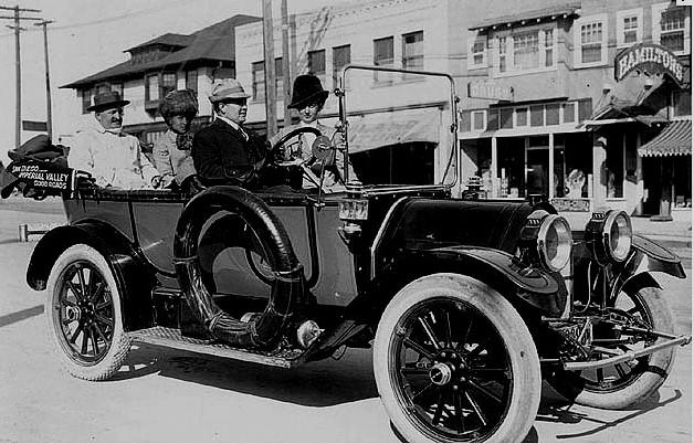 photo-ancienne-Chandler-type-tourisme---Ancienne-voiture-decapotable-de-1909