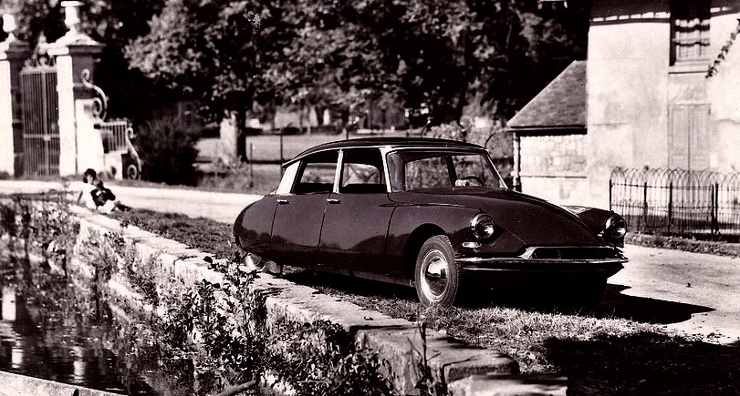 photo-ancienne-Citroen-DS-19---Voiture-de-19--