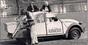 photo-ancienne-Citroen-deux-cheveaux-pas-comme-les-autres-voiture-de-1982-1