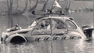 photo-ancienne-Citroen-deux-cheveaux-pas-comme-les-autres-voiture-de-1982-3