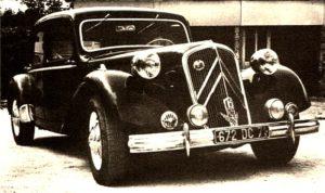 photo-ancienne-Citroen-traction-berline---Voiture-ancienne-de-1951