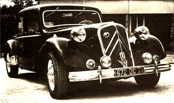 photo-ancienne-Citroen-traction-berline---Voiture-ancienne-de-1951