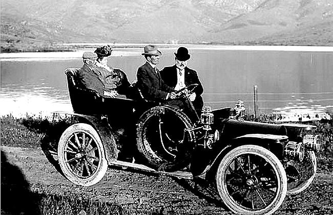 photo-ancienne-Marque-inconnue---Ancienne-voiture-automobile-proche-lac-en-1909