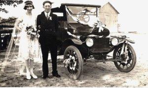 photo-ancienne-Marque-inconnue---Ancienne-voiture-mariage-de-19--
