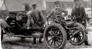 photo-ancienne-Marque-inconnue---Chassis-voiture-construction-de-19--