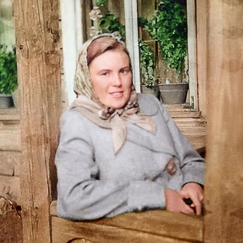 photo restaurée d'une femme avec amélioration de la netteté